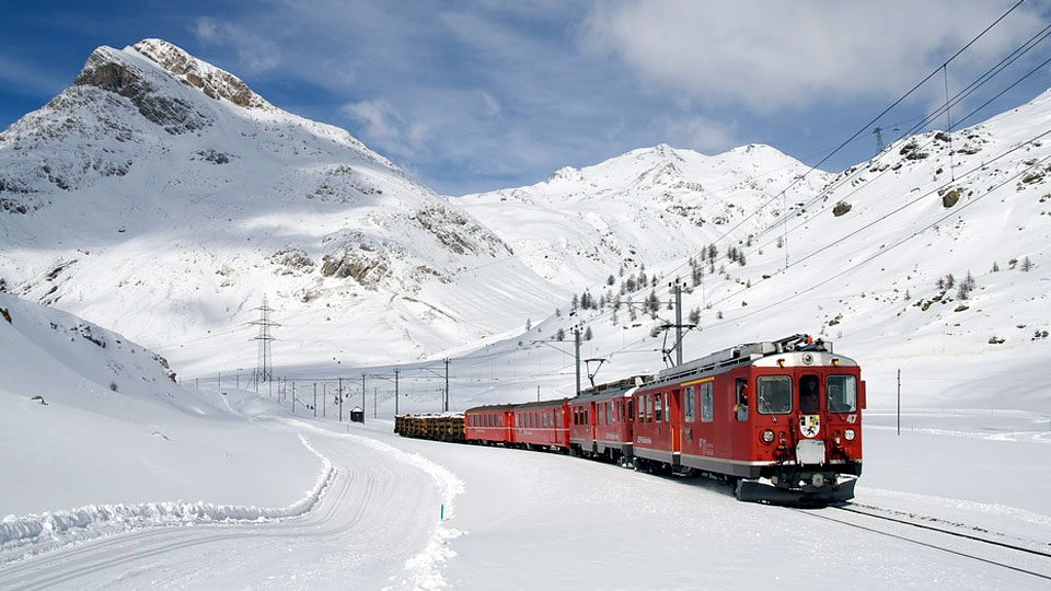 feature-train-travel